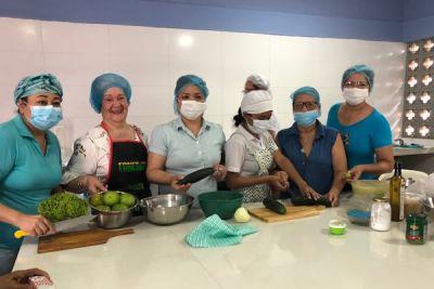 funcionarios que participaron en el curso de culinaria