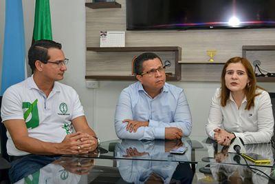 El rector, Jairo Torres Oviedo (centro), la Gobernadora, Sandra Devia Ruiz, y el jefe de planeación de Unicórdoba, Cesar Reyes Negrete.