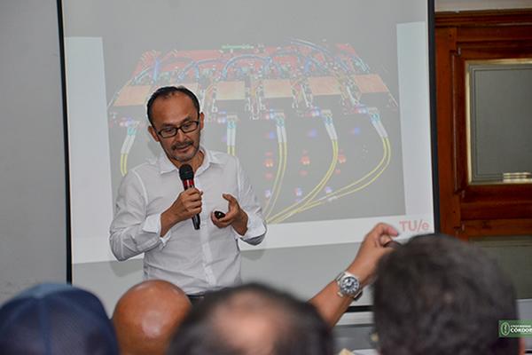 Idelfonso Tafur, colombiano residente en Holanda, doctor del Departamento de Ingeniería Eléctrica de la Universidad de Tecnología de Eindhoven, Holanda.