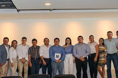 Asistentes al evento junto al vicerrector administrativo, Elkin Rojas Mestra.