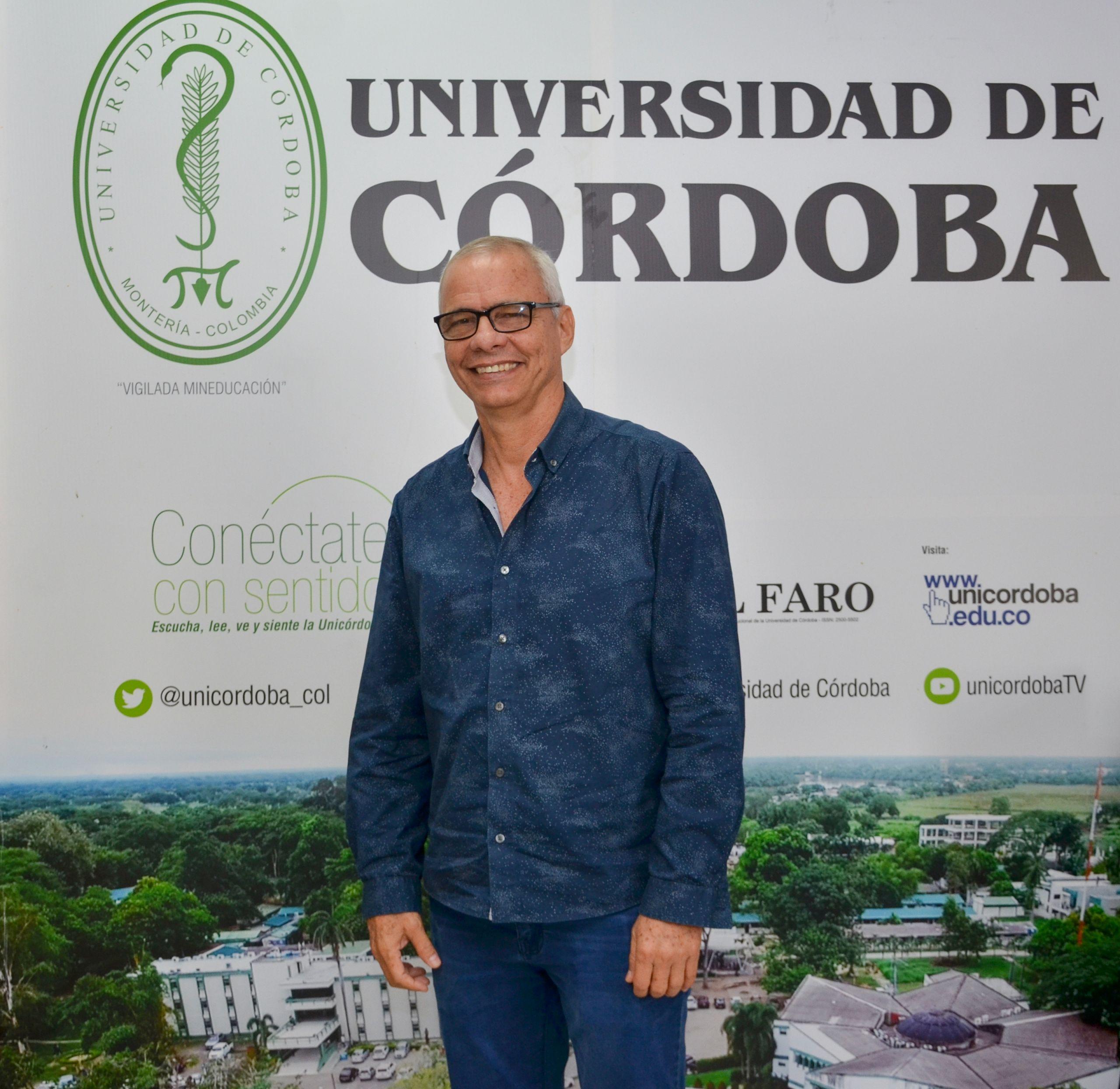 Profesor Nicolás De La Espriella Vélez, quien acaba de recibir un reconocimiento mundial por sus aportes a la física.