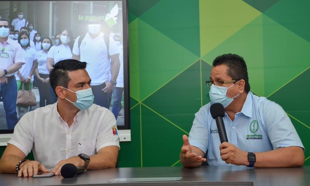 El alcalde de Montería, Carlos Ordosgoitia Sanín (izquierda) y el rector de Unicórdoba, Jairo Torres Oviedo.
