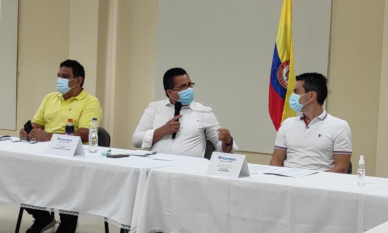 El rector de Unicórdoba, Jairo Torres Oviedo, durante su participación en la mesa de trabajo convocada para definir propuestas que contribuyan a superar el momento actual.