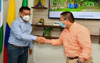 El nuevo jefe del Departamento de Ciencias Pecuarias, Óscar Vergara Garay, tomó posesión ante el rector, Jairo Torres Oviedo.