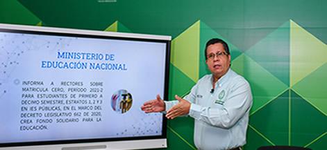 El rector de Unicórdoba, Jairo Torres Oviedo, durante la presentación del beneficio para estudiantes nuevos.