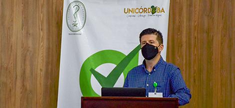 Dr. Jairo Méndez Rico, conferencista en Unicórdoba, durante la Segunda Jornada de Actualización en COVID 19.